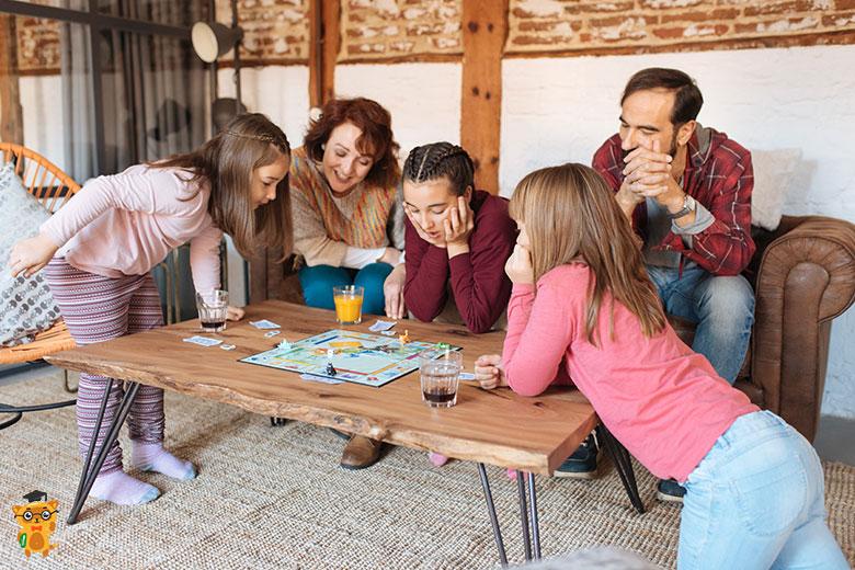 Семейная настольная игра - монополия
