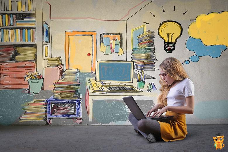 Дівчинка робить домашню роботу на комп'ютері