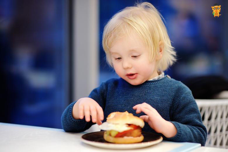 Вредная еда: что нужно исключить из рациона ребенка?