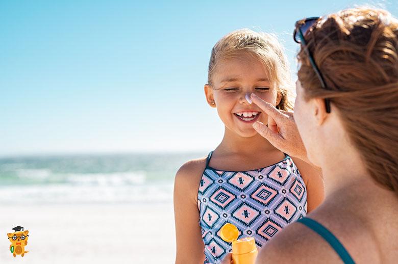 Що покласти в аптечку для дитини під час мандрівки?